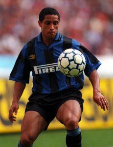 Roberto Carlos durante su etapa en el Inter de Milán - Odio Eterno Al Fútbol Moderno