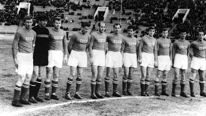 Eduard Streltsov (3º izquierda) con la selección soviética - Odio Eterno Al Fútbol Moderno