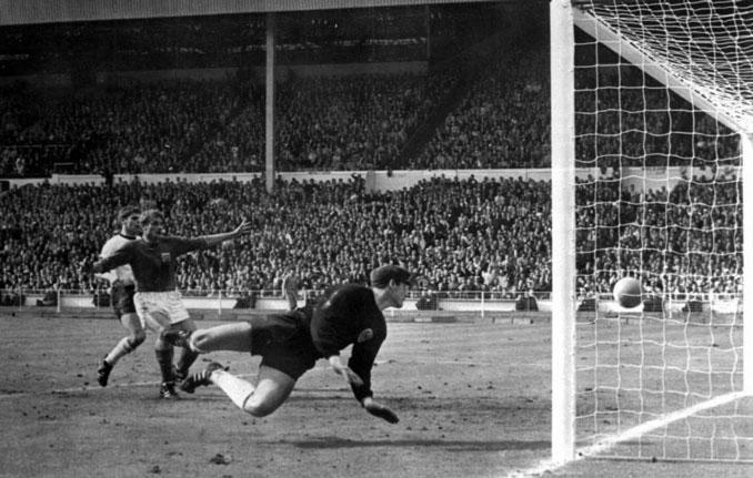 El gol de Hurst en la final del Mundial de 1966 - Odio Eterno Al Fútbol Moderno