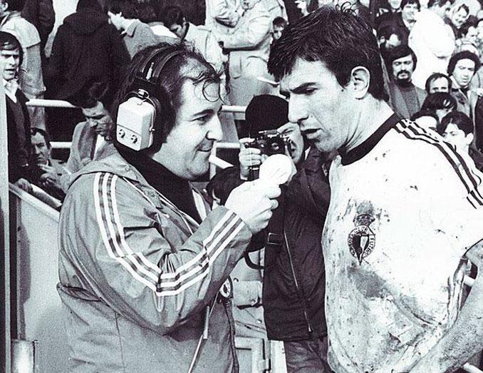 José María García entrevistando a Juanito