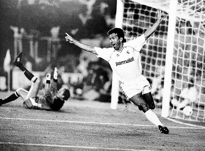 Juanito celebrando un gol