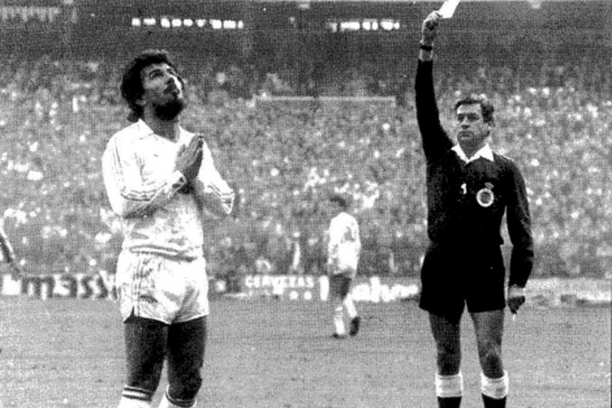 Franco Martínez amonestando a Juanito