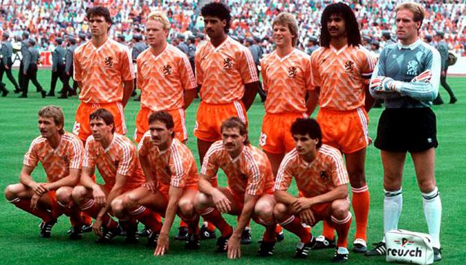 Van Basten fue el icono de una legendaria camada de futbolistas holandeses - Odio Eterno Al Fútbol Moderno