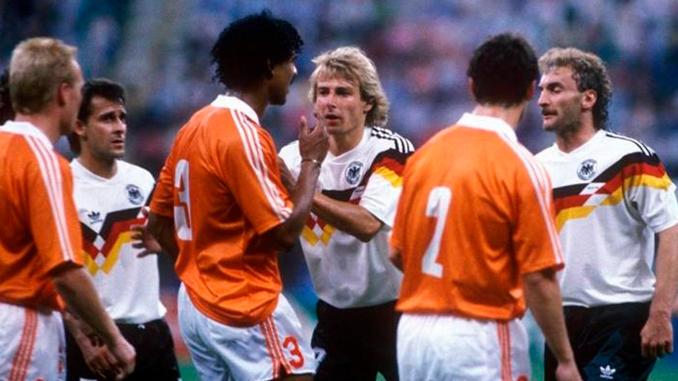 La trifulca Rijkaard vs Völler en Italia '90 unió sus carreras deportivas - Odio Eterno Al Fútbol Moderno
