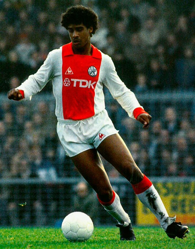 Frank Rijkaard debutó muy joven en el primer equipo del Ajax
