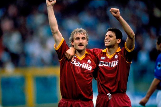 Rudi Völler jugó cinco campañas en la Roma