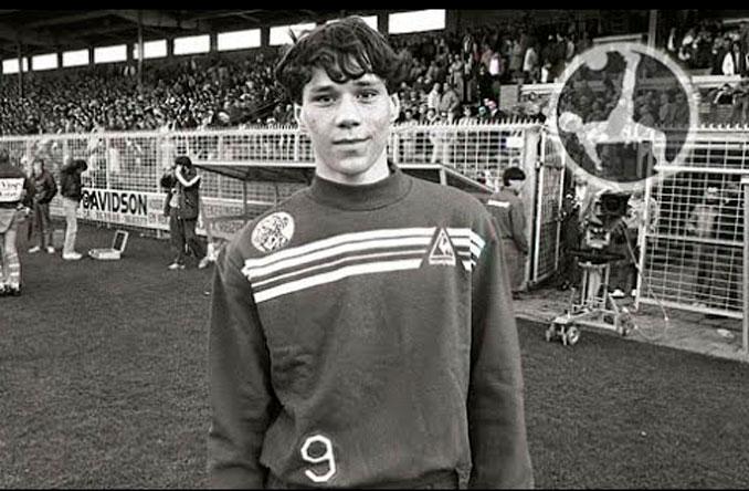 Van Basten rápidamente destacó en el Ajax - Odio Eterno Al Fútbol Moderno