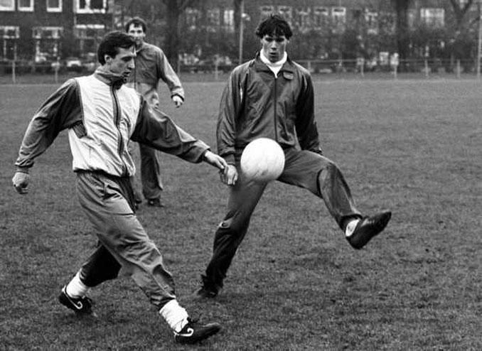 El maestro, Cruyff, aleccionando al alumno, Van Basten - Odio Eterno Al Fútbol Moderno