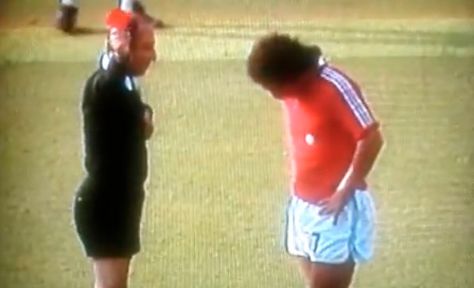 El chileno Caszely fue el primer jugador en ver la tarjeta roja en el Mundial 1970