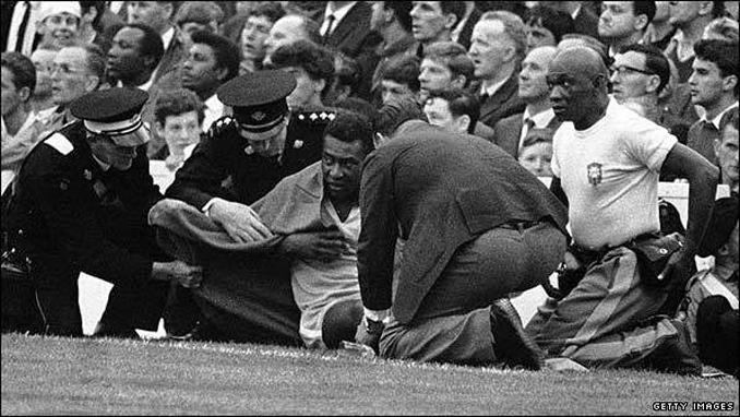Pelé sufrió la dureza de los defensas en el Mundial de 1966