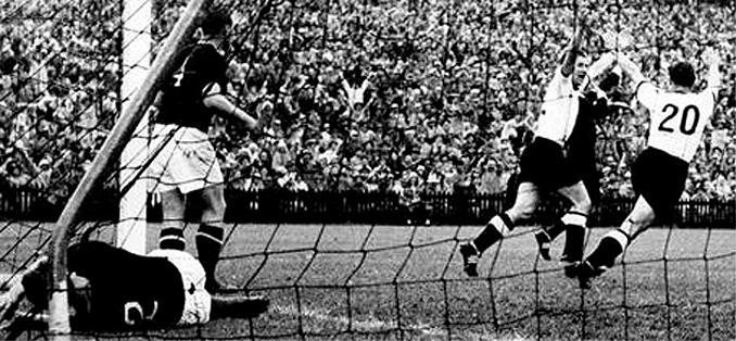 El gol de Rahn sirvió para derrotar a Hungría en la final de 1954
