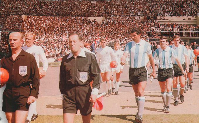 El Inglaterra vs Argentina de 1966 en Wembley dio mucho que hablar