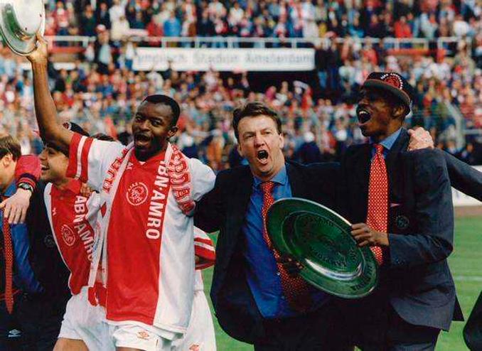 Van Gaal siempre apostó por los jóvenes talentos como Kanu y Finidi - Odio Eterno Al Fútbol Moderno