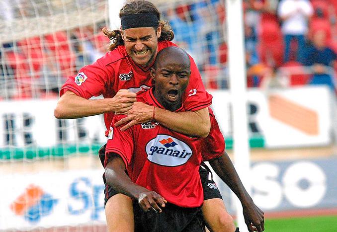 Finidi jugó en dos etapas con el conjunto bermellón - Odio Eterno Al Fútbol Moderno