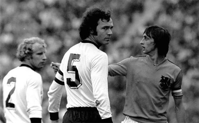 Beckenbauer y Cruyff eran los iconos de sus respectivos equipos - Odio Eterno Al Fútbol Moderno