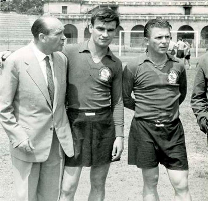 Bela Guttmann junto a Sandor Kocsis y Ferenc Puskas