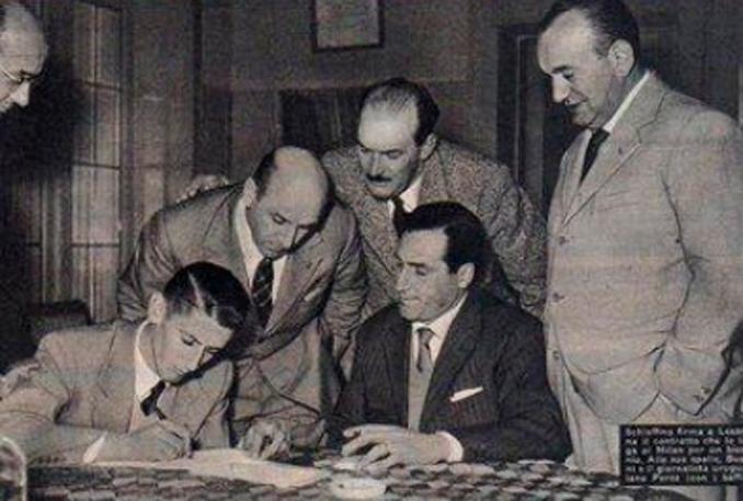 Schiaffino llegó al AC Milan entrenado por Bela Guttmann en 1954