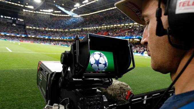 Fútbol y tv, un binomio que ha cambiado la forma de concebir este deporte