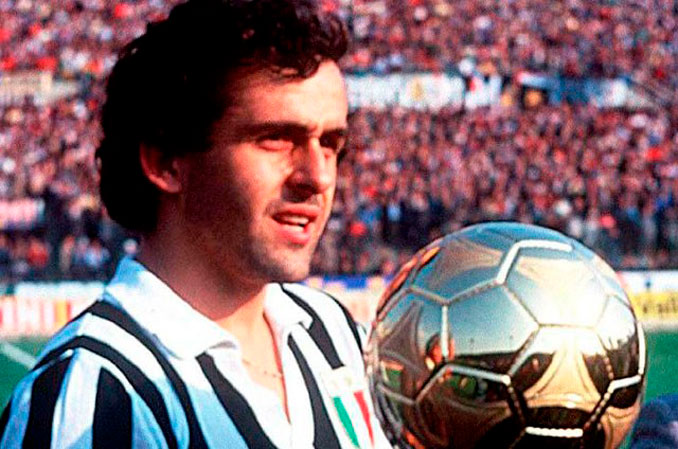 Michel Platini con su primer Balón de Oro