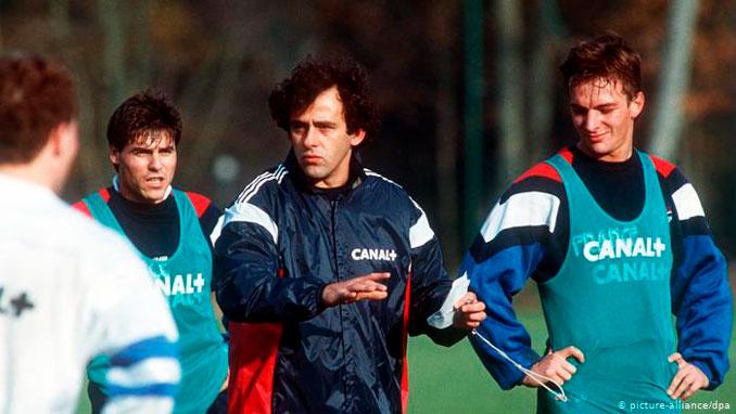 Michel Platini durante su breve etapa como seleccionador francés