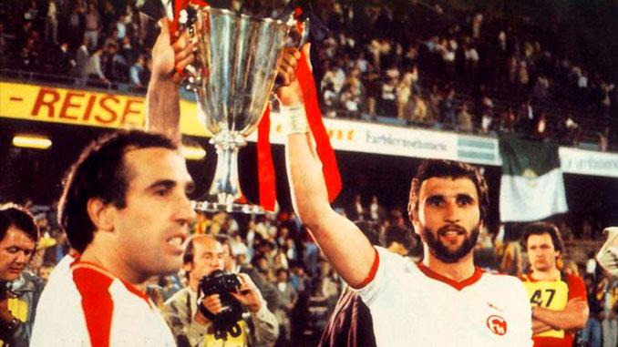 Asensi y Krankl levantan la Recopa de Europa de 1979