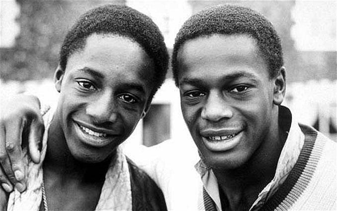 John y Justin Fashanu en la adolescencia - Odio Eterno Al Fútbol Moderno