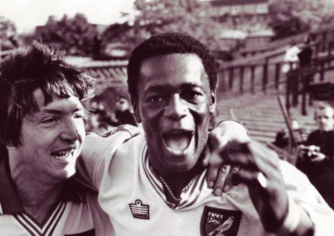 Justin Fashanu un hombre doblemente pionero en el fútbol
