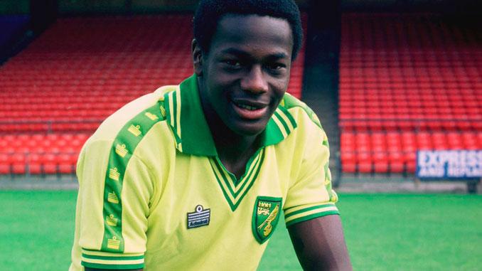 Justin Fashanu vivió sus mejores años como futbolista en el Norwich City - Odio Eterno Al Fútbol Moderno