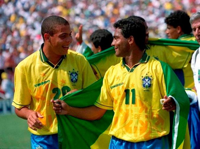 Ronaldo Nazario junto a Romario tras ganar el Mundial de USA '94 - Odio Eterno Al Fútbol Moderno