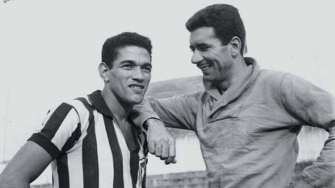 Garrincha junto a su compañero Nilton Santos