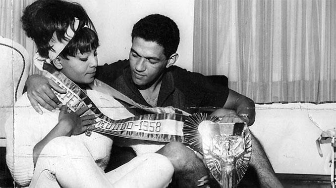 Mané Garrincha con uno de sus grandes amores, Elza Soares