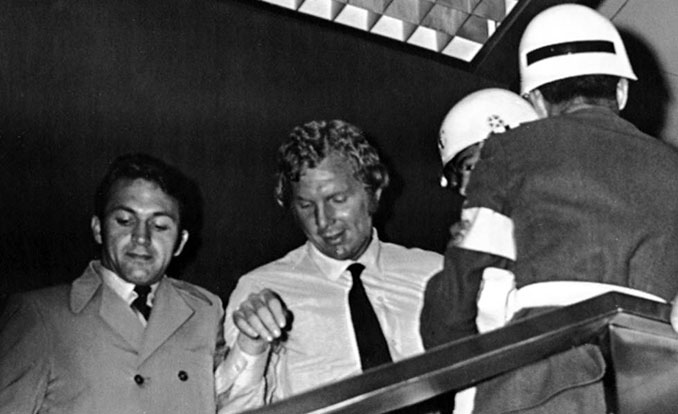 Bobby Moore en el momento de la detención