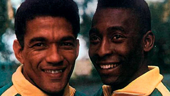 """Pelé junto a Garrincha con la """"verdeamarela"""""""