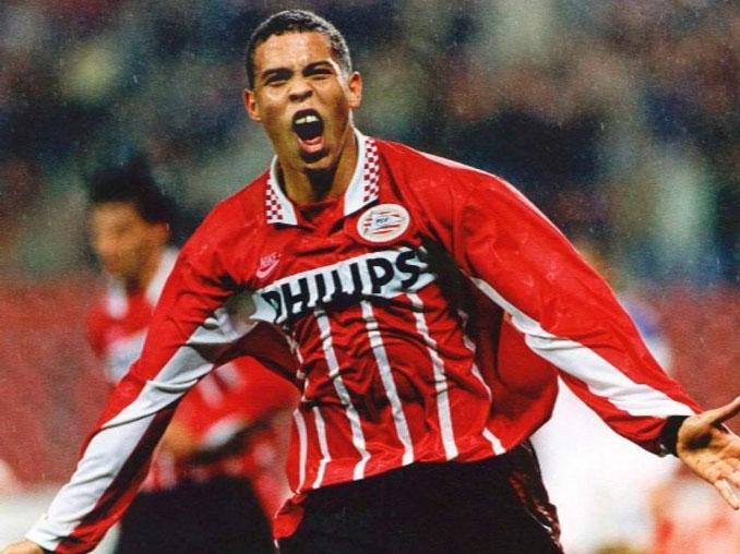 Ronaldo Nazario con la camiseta del PSV Eindhoven - Odio Eterno Al Fútbol Moderno