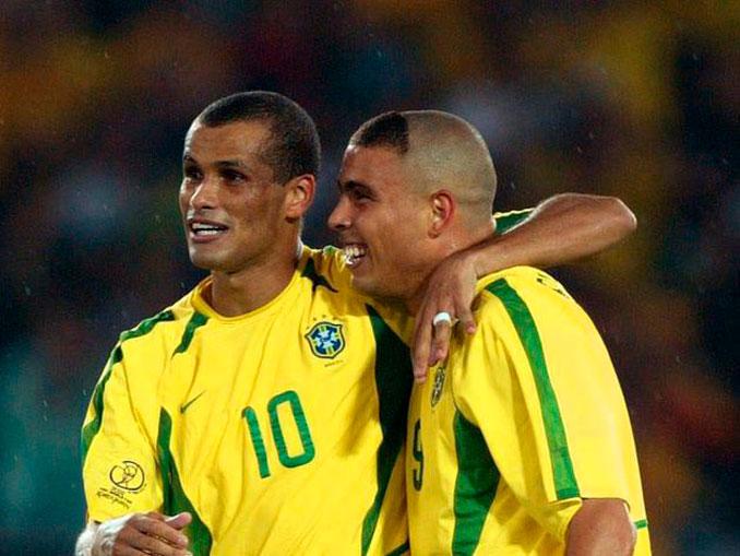 Ronaldo Nazario junto a Rivaldo en el Mundial de Corea y Japón 2002 - Odio Eterno Al Fútbol Moderno