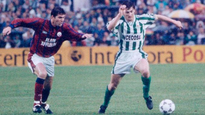 Zinedine Zidane con el Girondins en un partido contra el Betis