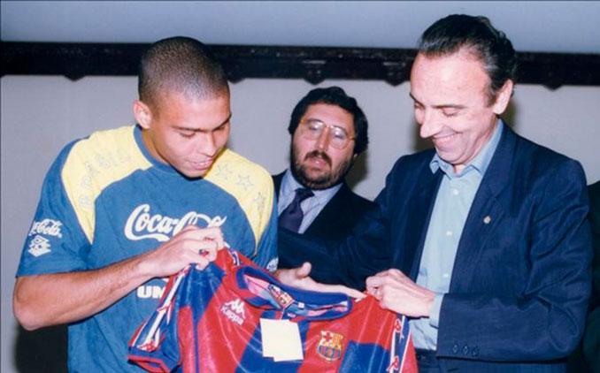Joan Gaspart presentando a Ronaldo Nazario - Odio Eterno Al Fútbol Moderno