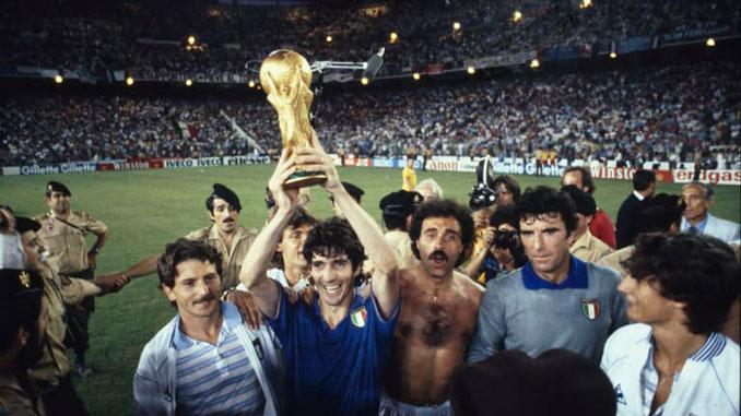 Paolo Rossi levantando la Copa del Mundo de 1982