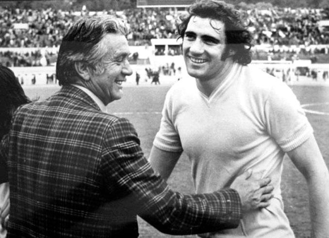 Tommaso Maestrelli (izq.) y Giorgio Chinaglia (dcha.) dos figuras clave de aquella Lazio