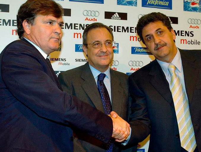 Camacho con Florentino Pérez y García Remón