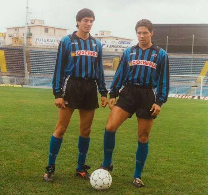 Chamot junto a Simeone con la camiseta del AC Pisa en 1990