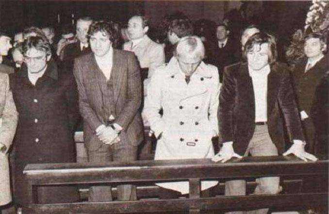 Varios jugadores de la Lazio durante el funeral de Maestrelli