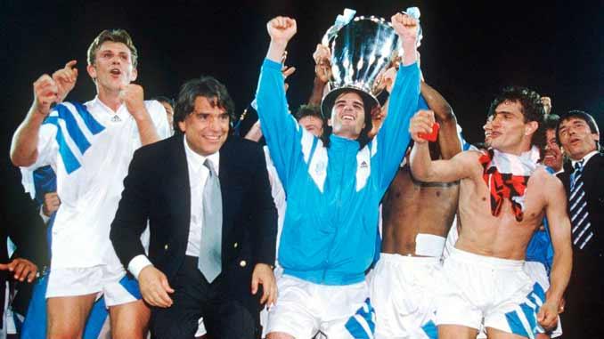 Bernard Tapie durante la celebración de la Copa de Europa de 1993