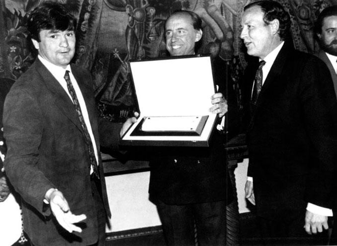 Camacho junto a Ruiz Mateos y Álvarez del Manzano en su etapa como entrenador del Rayo Vallecano - Odio Eterno Al Fútbol Moderno
