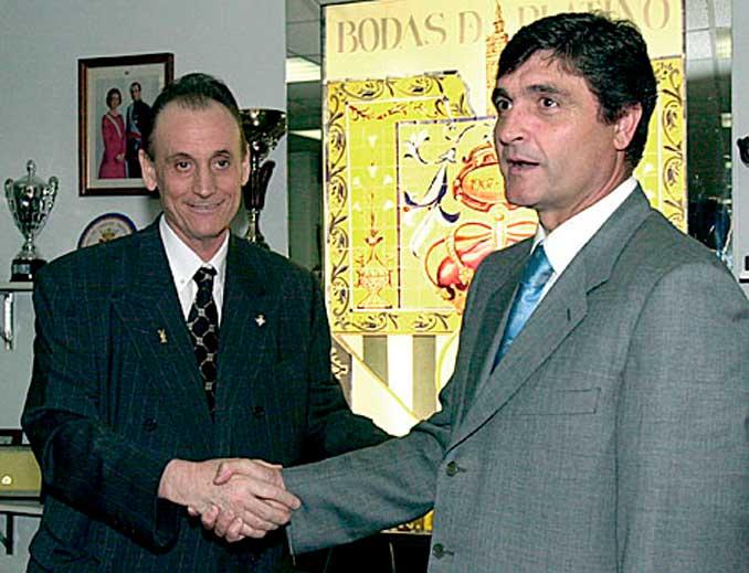Lopera presentando a Juande Ramos como entrenador del Real Betis - Odio Eterno Al Fútbol Moderno