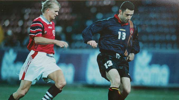 Molina en su debut como internacional en 1996