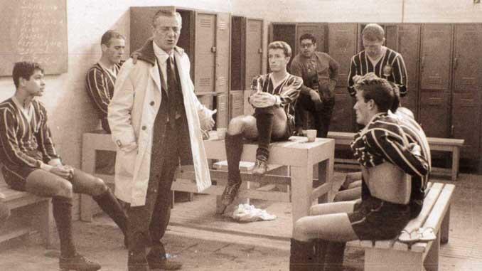 Cesarini durante su etapa como entrenador de Pumas - Odio Eterno Al Fútbol Moderno