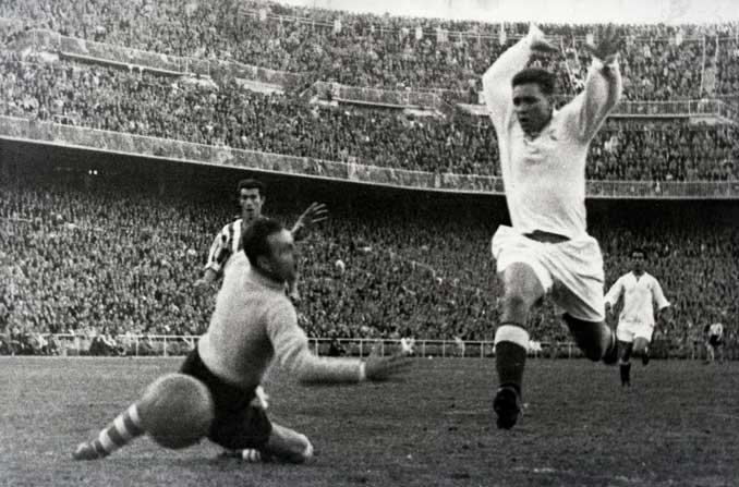 Luis Molowny marcando con el Real Madrid - Odio Eterno Al Fútbol Moderno
