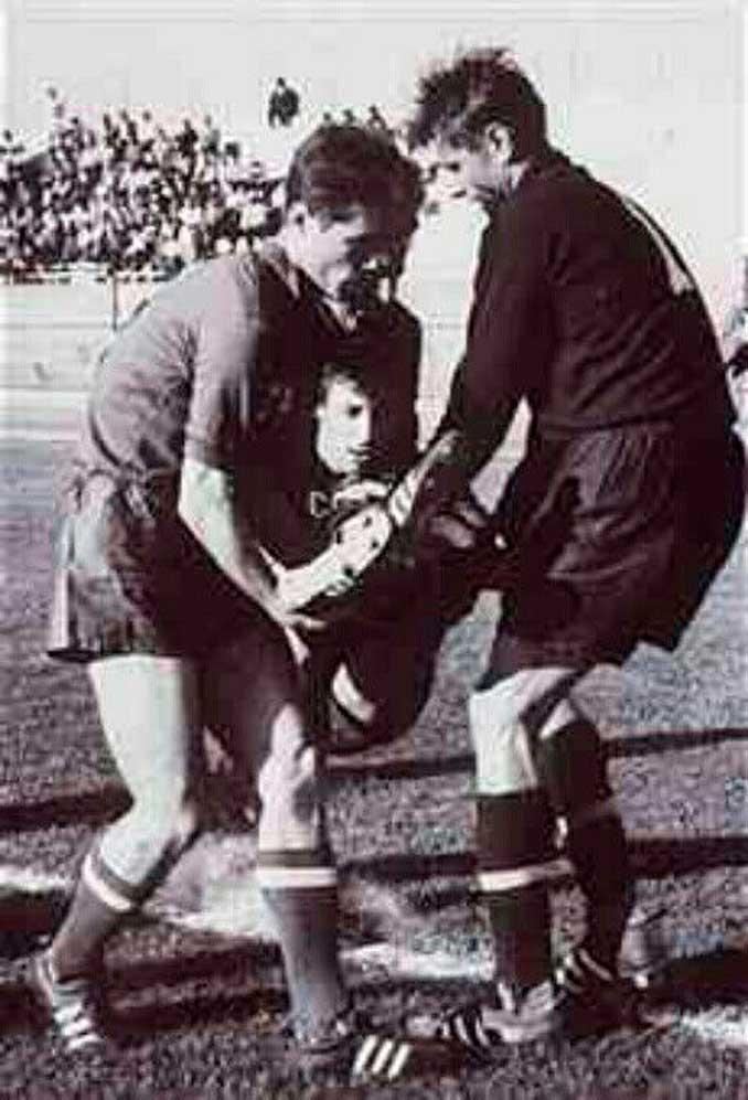 Dubinski abandonó en brazos el terreno de juego - Odio Eterno Al Fútbol Moderno