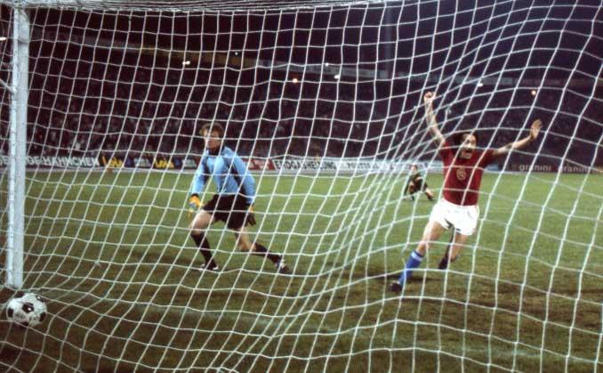 Antonín Panenka marcó el penalti más famoso de la historia